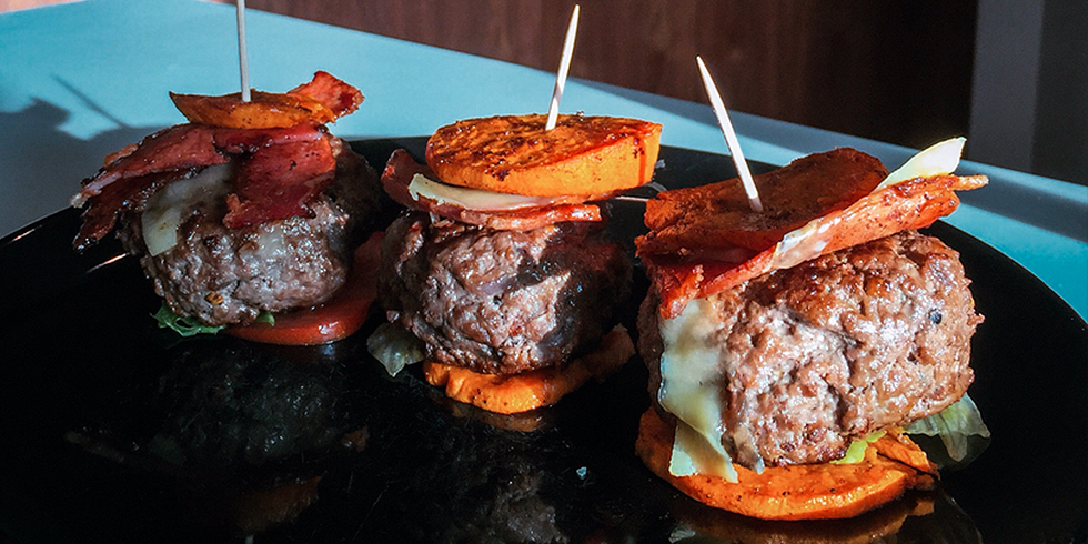 Lean juicy mini burgers